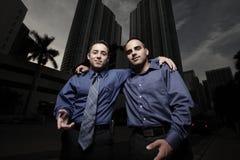 Dois amigos dos homens de negócios fotos de stock royalty free