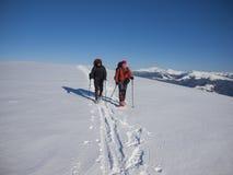 Dois amigos foram acampar nas montanhas Imagem de Stock Royalty Free