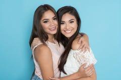 Dois amigos latino-americanos imagem de stock royalty free