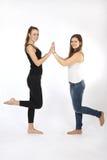 Dois amigos nas calças de brim Fotos de Stock Royalty Free