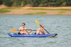 Dois amigos no lago fotografia de stock royalty free