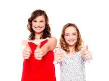 Dois amigos que gesticulam os polegares acima Fotos de Stock Royalty Free