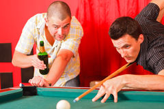 Dois amigos que têm uma boa estadia Imagem de Stock Royalty Free
