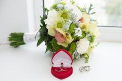 Dois anéis de casamento Imagem de Stock