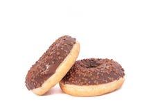 Dois anéis de espuma do chocolate com polvilham Isolado em um fundo branco Imagem de Stock Royalty Free