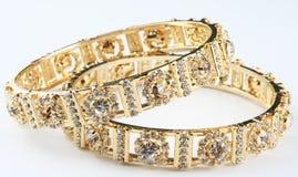 Dois anéis de ouro imagens de stock