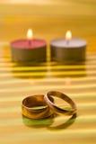 Dois anel e vela Fotos de Stock