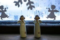 Dois anjos da porcelana imagens de stock