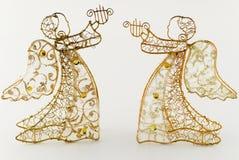 Dois anjos dourados com harpa Imagens de Stock