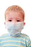 Dois-anos do miúdo em uma máscara médica Fotos de Stock