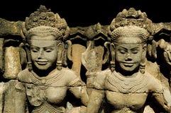 Dois apsaras no wat do angkor Imagem de Stock Royalty Free
