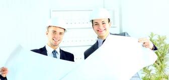 Dois arquitetos que discutem o projeto novo Fotografia de Stock