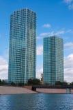 Dois arranha-céus modernos foto de stock royalty free