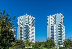 Dois arranha-céus na arquitetura da cidade fotografia de stock royalty free