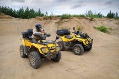 Dois ATV amarelos fotografia de stock