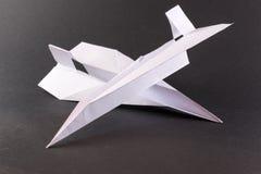 Dois aviões de papel no preto Fotografia de Stock