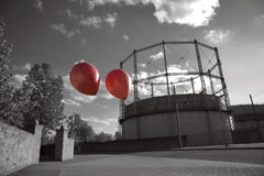 Dois balões que voam afastado Fotografia de Stock