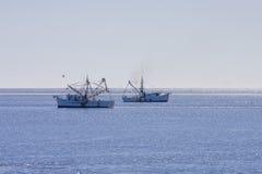 Dois barcos do camarão foto de stock