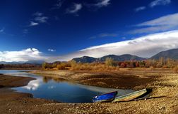 Dois barcos e lagos Imagem de Stock