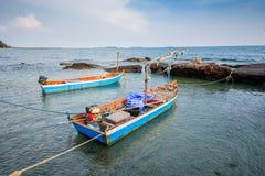 Dois barcos no mar fotografia de stock