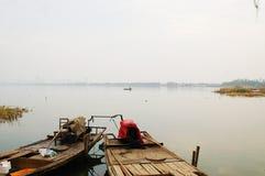 Dois barcos no rio Imagens de Stock