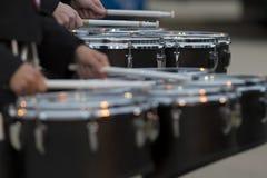 Dois bateristas da cilada que aquecem-se antes do desempenho das faixas imagem de stock royalty free