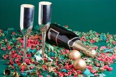 Dois bocals e presentes de feriado Fotos de Stock Royalty Free