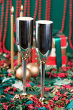 Dois bocals e presentes de feriado Fotografia de Stock Royalty Free