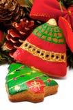 Dois bolinhos e grinaldas do Natal foto de stock royalty free