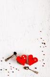 Dois bolos coração-dados forma geleia no fundo concreto branco Espaço livre para seu texto Fotos de Stock Royalty Free