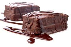 Dois bolos de chocolate com xarope Fotografia de Stock Royalty Free