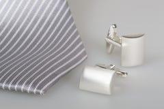 Dois botão de punho e laço de seda Imagens de Stock Royalty Free