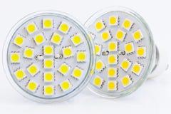 Dois bulbos do diodo emissor de luz com luz morna e fria Fotografia de Stock