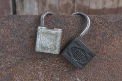 Dois cadeado antigos do começo do século passado fotos de stock royalty free
