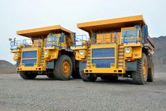 Dois caminhões basculantes Fotografia de Stock