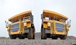 Dois caminhões basculantes Imagens de Stock