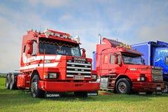 Dois caminhões convencionais de Scania 143H na mostra Imagem de Stock