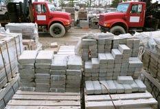 Dois caminhões e pedras vermelhos do pátio Imagens de Stock Royalty Free