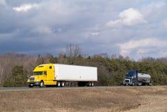Dois caminhões na estrada Imagens de Stock