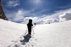 Dois caminhantes no platô da neve Fotos de Stock Royalty Free