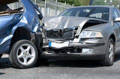 Dois carros causados um crash imagens de stock royalty free