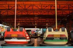 Dois carros de Bumber que esperam a ação Imagens de Stock