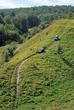 Dois carros que escalam acima a inclinação Fotos de Stock Royalty Free