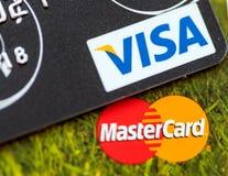 Dois cartões de crédito: Visto e MasterCard Fotografia de Stock Royalty Free