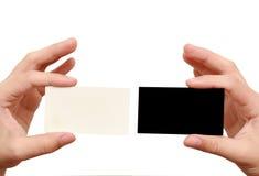 Dois cartões nas mãos Fotografia de Stock Royalty Free