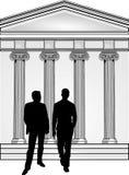 Dois cavalheiros e edifícios Fotos de Stock Royalty Free