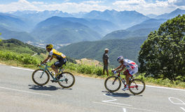 Dois ciclistas no d'Aspin do colo - Tour de France 2015 Foto de Stock