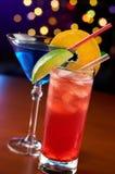 Dois cocktail coloridos fotografia de stock