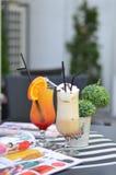 Dois cocktail na tabela da barra Fotografia de Stock Royalty Free
