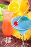 Dois cocktail tropicais Imagem de Stock